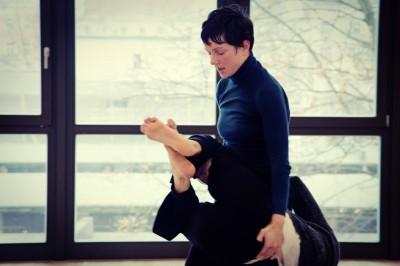 Anna Melnikova in BEUGEN : KÖRPER